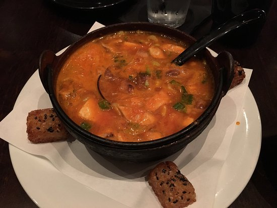 Leawood, Κάνσας: Spicy shrimp soup. I would give it a 3 out of 5 chilis on the spicy scale.