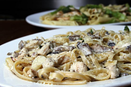 Warren, RI: Chicken and Mushroom with a fresh Garlic Cream Sauce