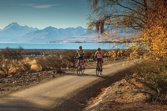 Twizel, Nieuw-Zeeland: Cycling alongside Lake Pukaki is a always a highlight!