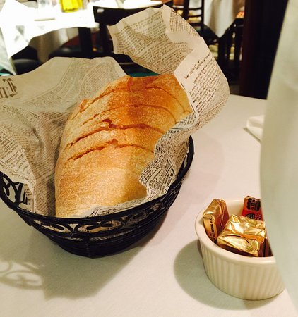 Artie's Steak & Seafood: cold bread