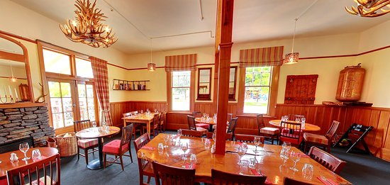 Methven, New Zealand: Brown Pub Restaurant - great country pub food