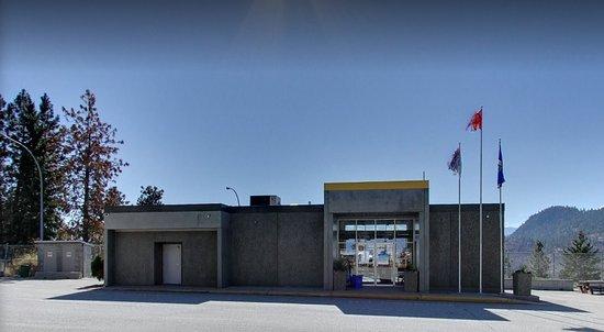 Peachland, Canadá: Exterior of building