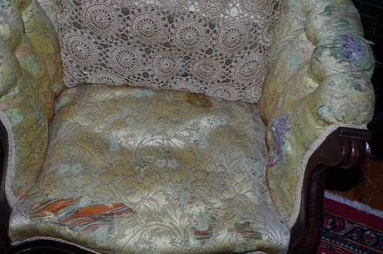 Hinger Daniels Mansion B Chair In Need Of Reupholstery