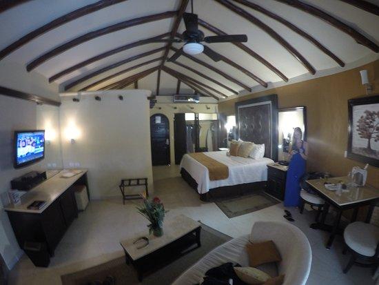Full jacuzzi tub inside room and indoor & outdoor walk in shower ...