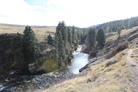 Piedra River Trail: The river with the trail on the right.