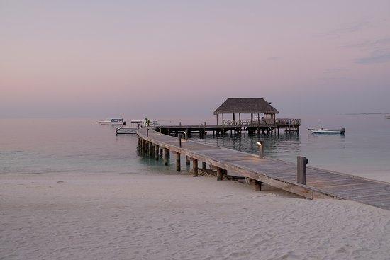 COMO Cocoa Island, The Maldives: 日落時的碼頭,非常平靜的美..