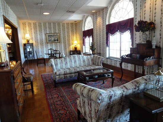 Lake Junaluska, Carolina del Norte: Parlor room just off the lobby at the Lambuth Inn