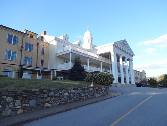 Lake Junaluska, Carolina del Norte: Exterior photo of the Lambuth Inn