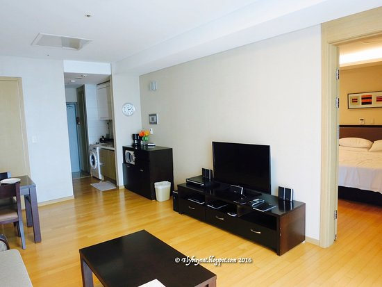 Fraser Place Central Seoul: Living Room With Dining Table And Washing  Machine
