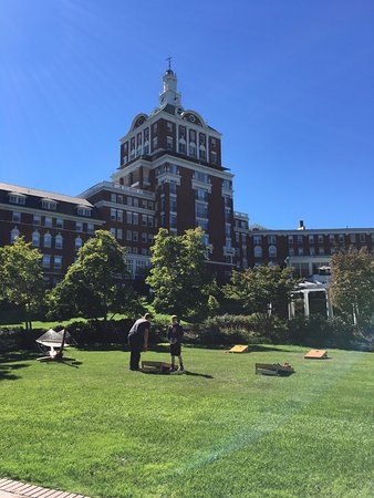 Hot Springs, VA: Fun on the Activity Lawn