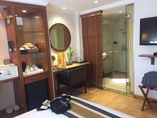Hanoi Elite Hotel: provide computer notebook in the room