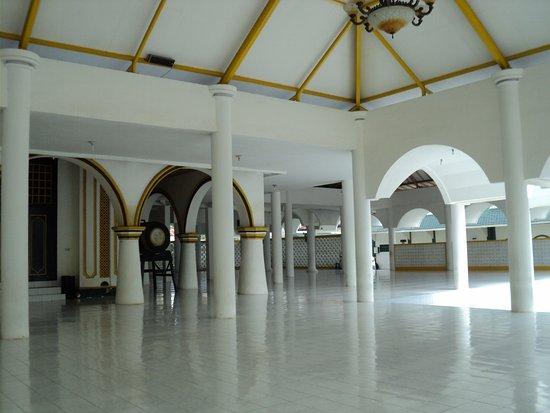 Mihrab Masjid Jamik Sumenep Dihiasi Ornamen Warna Emas Picture Of