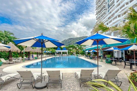 โรงแรมอันดามัน บีช สวีท: Andaman Beach Suites hotel swimming pool