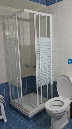 Stoa Rooms: nice shower
