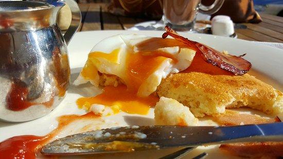 Brownz Courtyard Cafe: 20161116_084526_large.jpg