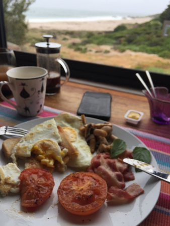 Absolute Beach Accommodation: Breakfast is very good!