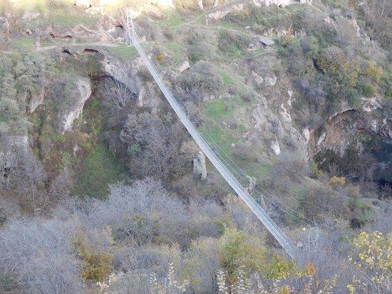Syunik Province, Armenia: навесной мост, ведущий к пещерам