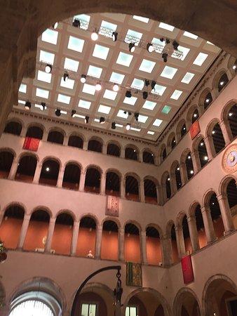 Dentro e dalla terrazza panoramica - Bild von T Fondaco Dei Tedeschi ...