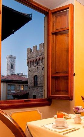 Pierre Hotel Florence: Breakfast room view