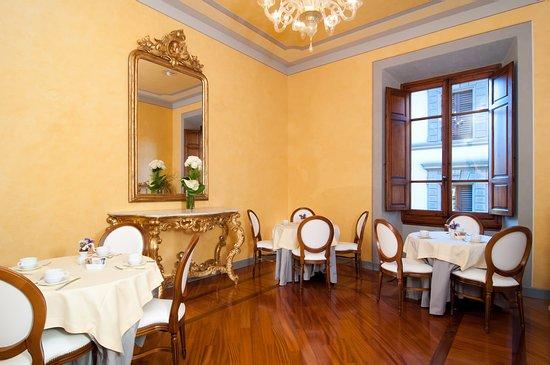 Pierre Hotel Florence: Breakfast room
