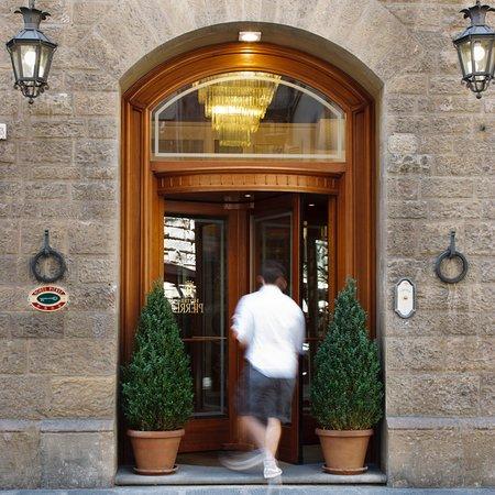 Pierre Hotel Florence: Entrance