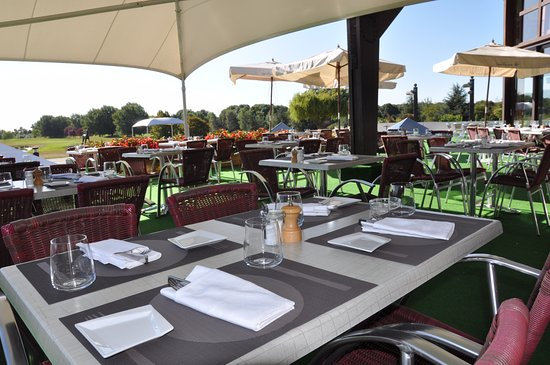 Restaurant ext rieur photo de restaurant des lacs golf for Exterieur restaurant