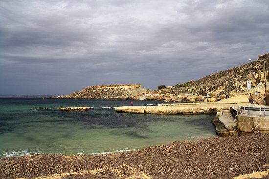 Mgarr, Malta: Blick auf den Strand