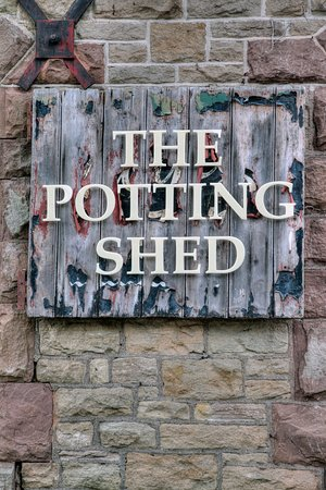 Whitchurch, UK: The Potting Shed Welcomes You