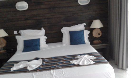 Hotel Bois Joli: Light, modern room
