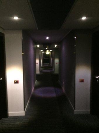 Novotel Roma Eur: Dark mood lighting in the hall