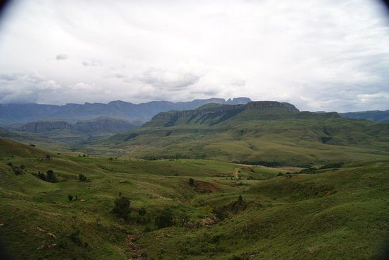 uKhahlamba-Drakensberg Park, Sudáfrica: Injasuthi Valley from the park's entrance.