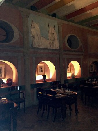 Casa De Carmona Restaurant