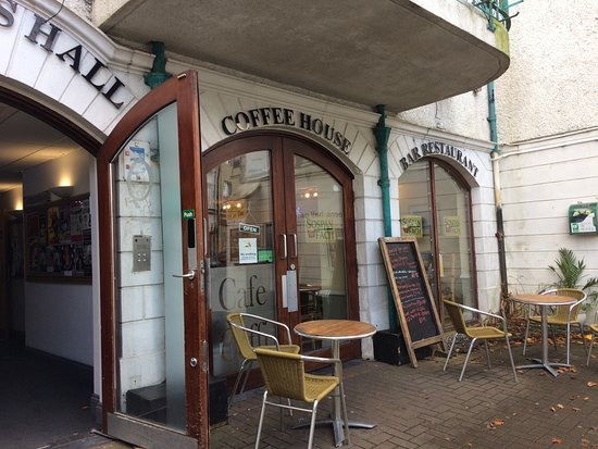 Narberth, UK: A quick coffee...nice soup & roll as well....😍👌