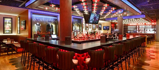 Hard Rock Cafe: Main bar