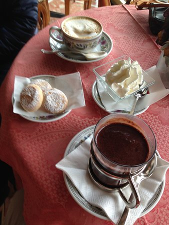 Gigi Bar : Morning beverages, great hot chocolate