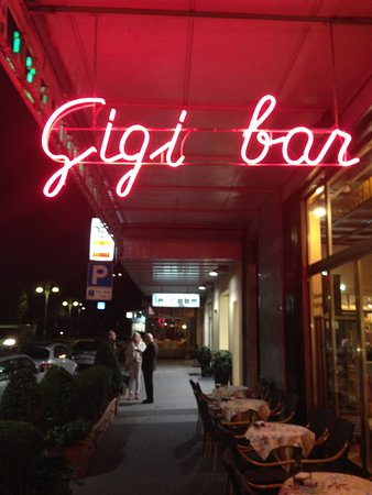 Gigi Bar : Hoe to tell you are there