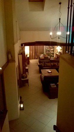 Les Deux Sources: living room
