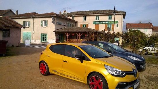 Quincie-en-Beaujolais, Frankrig: la roche fleurie vom parkplatz aus