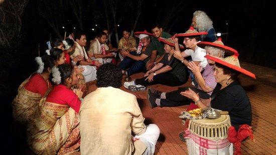 Mancotta Heritage Chang Bungalow: ethnic dance on Mancotta Chang Bungalow grounds