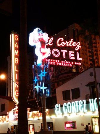 El Cortez Cabana Suites: Neon out front.