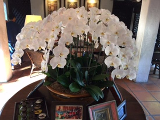 Tamarind Village: Beautiful bouquet in the entrance area