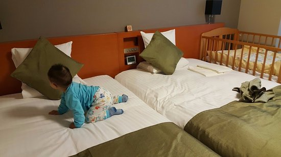 Hotel MyStays Kyoto Shijo: 兩小床附加一嬰兒床