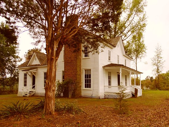 Lilburn, GA: Side view of Wynne-Russell House c.1826 on National Registry of Historic Places