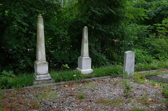 Lilburn, GA: Family Cemetery on grounds of the Wynne-Russell House
