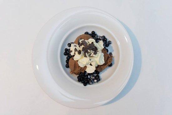 Stavelot, Belgium: Glace chocolat aux myrtilles des hautes fagnes !