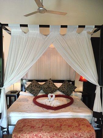 โรงแรมเดอะวัลลอวา: A honeymoon welcome - plus we got cake!