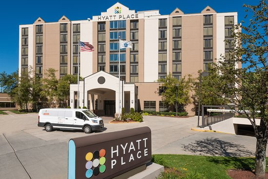 Hyatt Place Boston/Medford: Hotel Exterior with Hotel Shuttle