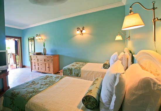 Villa C'est la Vie : Twin bedroom in Flamboyant Villa - ideal for families with children or teenagers