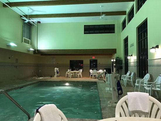 Pool Area - Picture of Country Inn & Suites by Radisson, Madison ...
