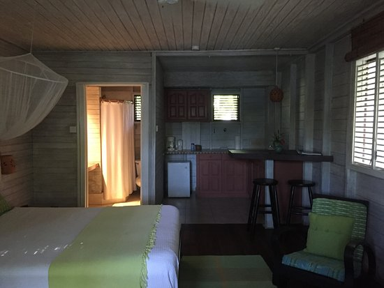 Sea-U Guest House: rooms clean with a kitchenette & a bed with netting